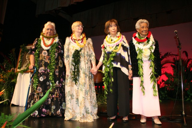 Honorees at the 2013 Hawaiian Civic Club of Honolulu Holokū Ball.